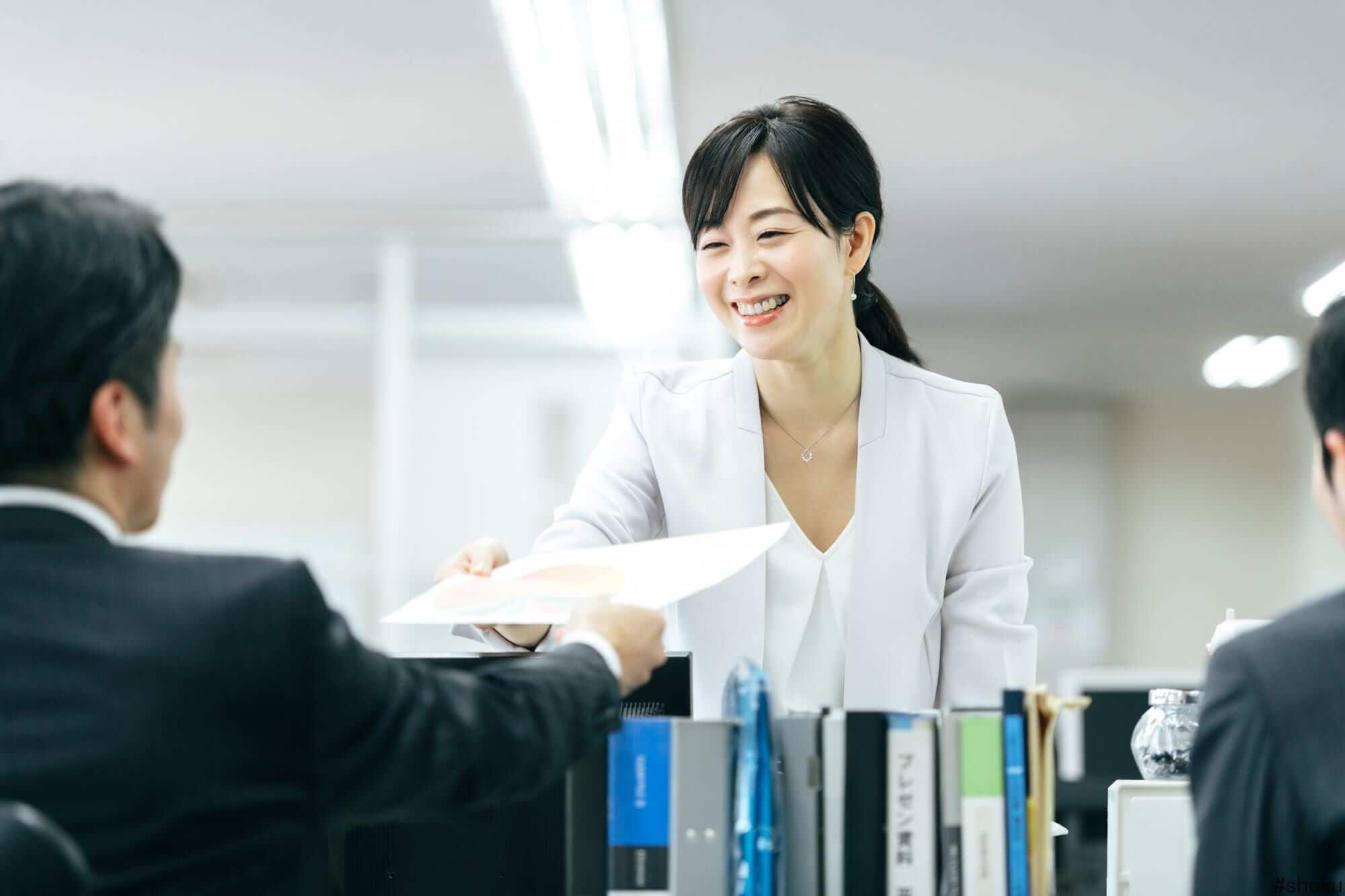 派遣スタッフとして活躍している30代の女性
