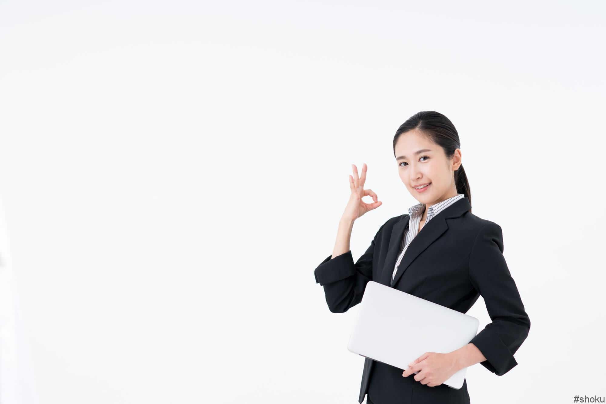 データ入力に向いてる人について説明する女性