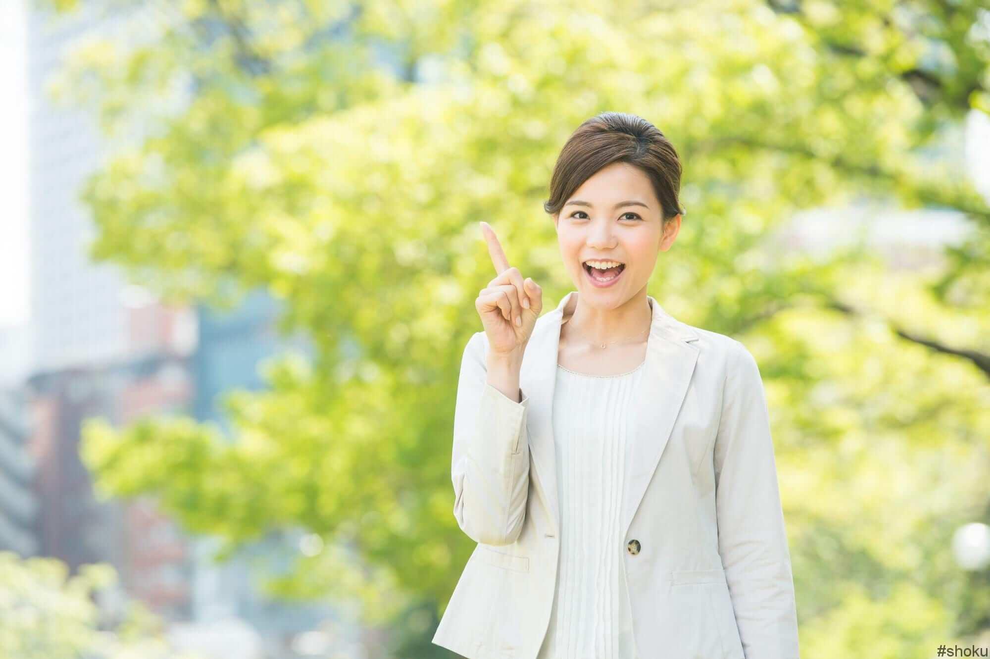 転職エージェントを使って転職する方に知ってほしい6つのことについて話す女性
